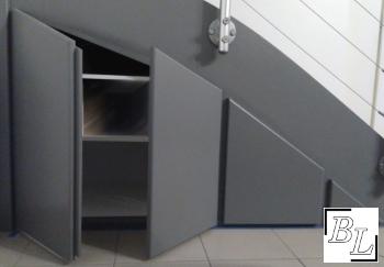 R aliser facilement un placard sous escalier diy - Porte de placard sous escalier ...