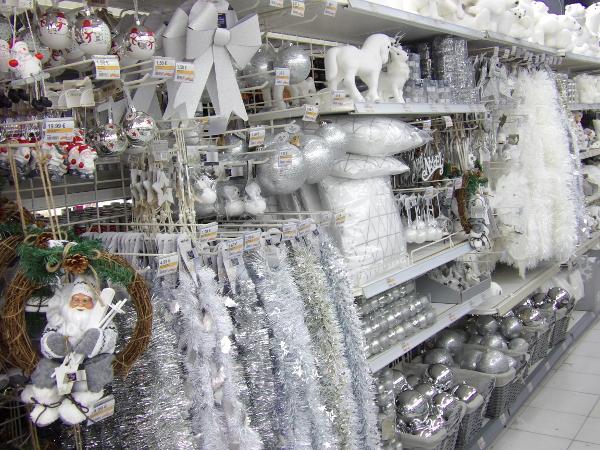 Décorations blanches - La Foir'Fouillle de Dammarie-les-lys
