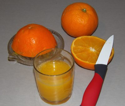 Jus d'orange avec une orange Familia Serra