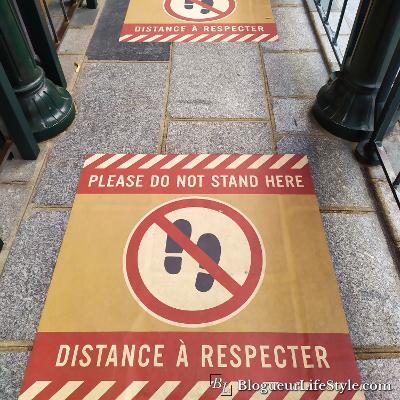Disneyland Paris affichage distances - Réouverture de Disneyland Paris : Les mesures prises contre le Covid-19